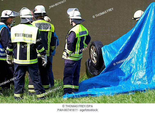 Forces of the police and fire brigade recovering a car from Mosel river near Ernst, Germany, 27 May 2016. The car was driven into the river past Tuesday