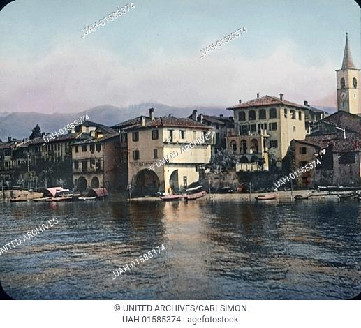 Italy, the Island of the Fishermen on the Lake Maggiore, one of the Borromean islands, image date: circa 1910. Carl Simon Archive