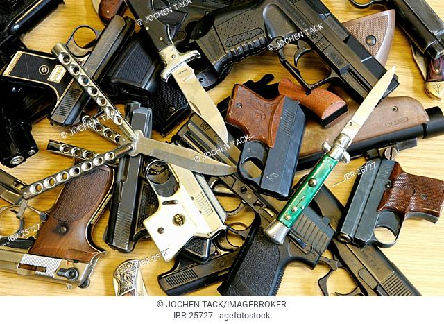 DEU, Germany : Illegal weapons, knifes, confiscate from young people