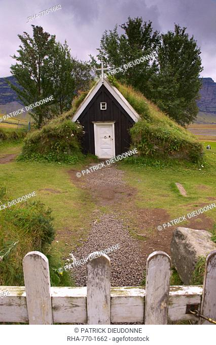 Small church at Nupsstadur, under Lomagnupur cliffs, dating from the 17th-century, in the care of the National Museum of Iceland, South Iceland, Polar Regions