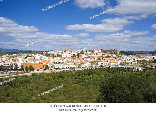 Cityscape with Sé Cathedral and Castelo, Silves, Algarve, Portugal, Europe