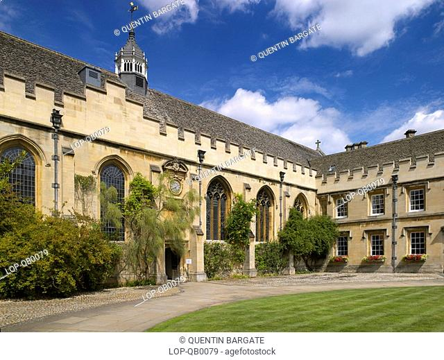England, Oxfordshire, Oxford, An exterior view of St Johns College. Founded in 1555, it is the wealthiest college at Oxford and notable alumni include James...