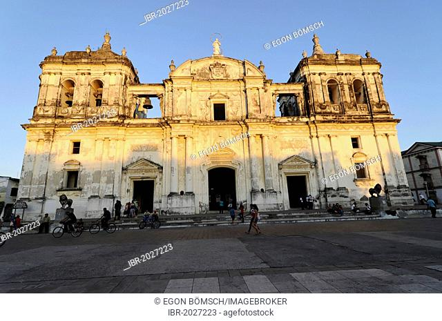 Exterior view, Leon Cathedral, Catedral de la Asuncion, built in 1860, Leon, Nicaragua, Central America
