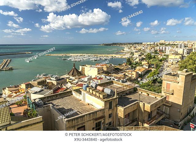 Blick über den Hafen und die Stadt Sciacca, Agrigent, Sizilien, Italien, Europa | view over the harbour and Sciacca, Agrigento, Sicily, Italy, Europe