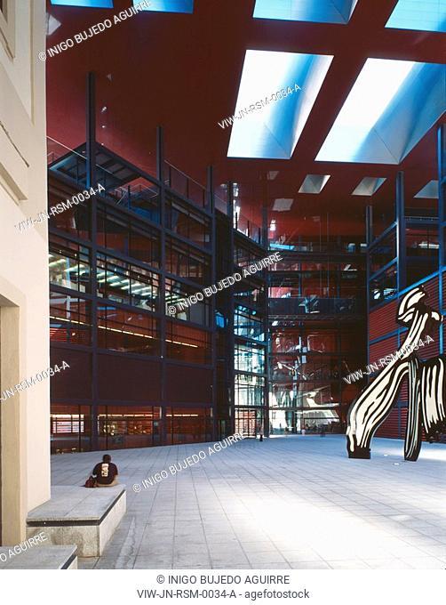 REINA SOFIA MUSEUM, RONDA DE ATOCHA, MADRID, SPAIN, JEAN NOUVEL, INTERIOR, GENERAL VIEW OF THE PLAZA WITH A MAN