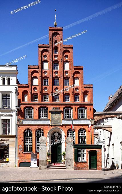 Haus Schiffergesellschaft Historiches Giebelhaus in the old town, Lübeck, Schleswig-Holstein, Germany, Europe