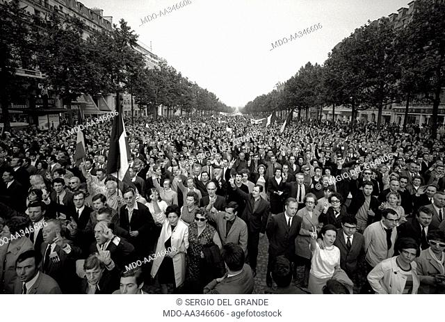 The risk of a revolution in Paris has been averted. French flags and victory signs in Place de l'Etoile (Champs-Elysées)