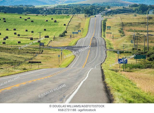 Canada, Alberta, Empty road south of Pincher Creek