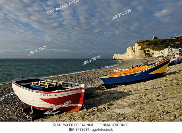 Fishing boats on a beach with white cliffs, Étretat, Département Seine-Maritime, Upper Normandy, France