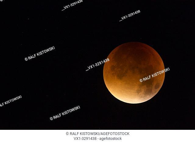 Lunar Eclipse, Red supermoon, Blood moon / Blutmond, 28th September 2015, sparkling stars around, detailed shot