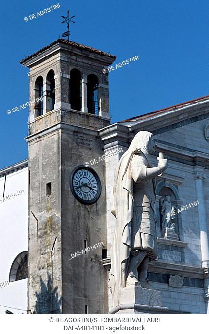 View of Piazza Grande, with the statue of the Provveditore Girolamo Dolfin and the cathedral in the background, Palmanova, Friuli-Venezia Giulia, Italy
