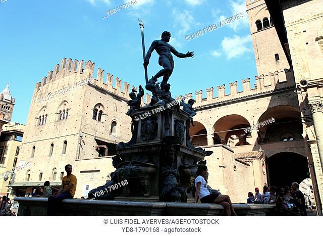 Bologna Neptune fountain Fontana dei nettuno Piazza Maggiore Main Square Emilia Romagna