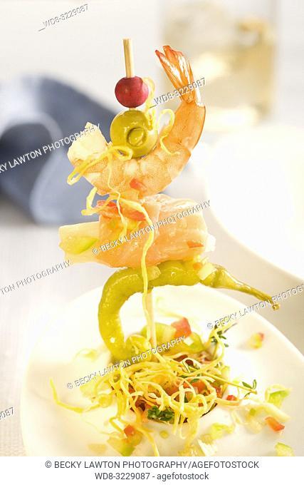Pincho de salmon, guindilla, gamba, esparrago, aceituna y vinagreta de huevo