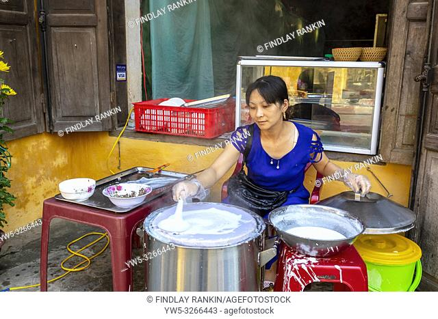 Vietnamese woman making rice paper cakes on a back street in the old quarter of Hoi An, Quang Nam Provence, Vietnam, Asia