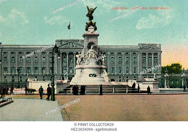 'London, Victoria Memorial', c1913. Artist: Unknown