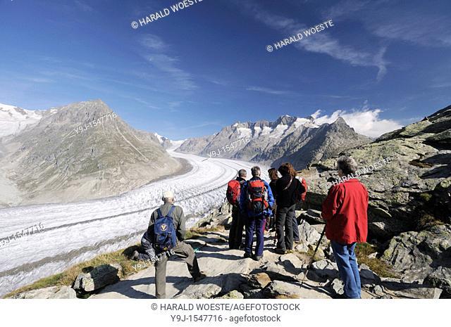 Switzerland, Valais, Western Europe, Jungfrau Region, Aletsch Glacier UNESCO world heritage site nr  Bettmerhorn  Tourists on the scenic panorama trail  Note:...