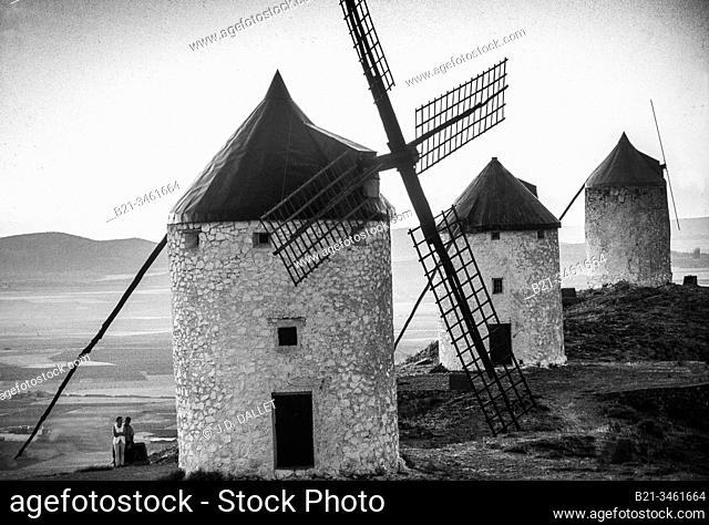 Spain, Castilla La Mancha, Ciudad Real, windmills at Consuegra