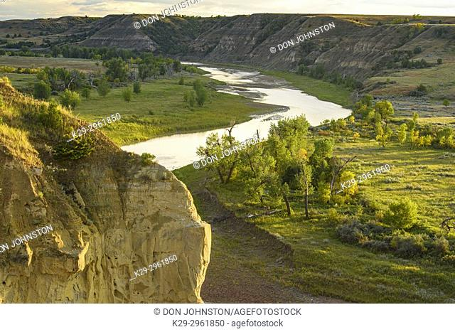 The Little Missouri River Valley in late summer, Theodore Roosevelt NP (South Unit), North Dakota, USA