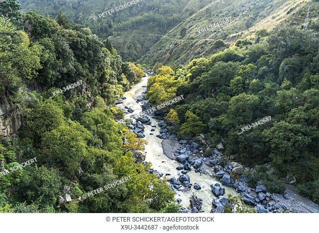 Die Schlucht Gole dell'Alcantara am Fluss Alcantara , Sizilien, Italien, Europa | Gole dell'Alcantara gorges on the river Alcantara, Sicily, Italy, Europe