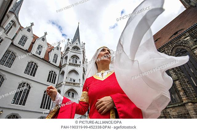 """19 March 2019, Saxony, Meißen: Julia Vincze, actress in the role of Margravine Hedwig from """"""""The Secret of the Midwife"""""""" is standing in front of Albrechtsburg..."""