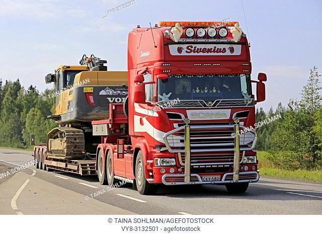 UURAINEN, FINLAND - AUGUST 24, 2018: Customized Scania R580 of Sivenius Oy transports tracked excavator along highway in the summer