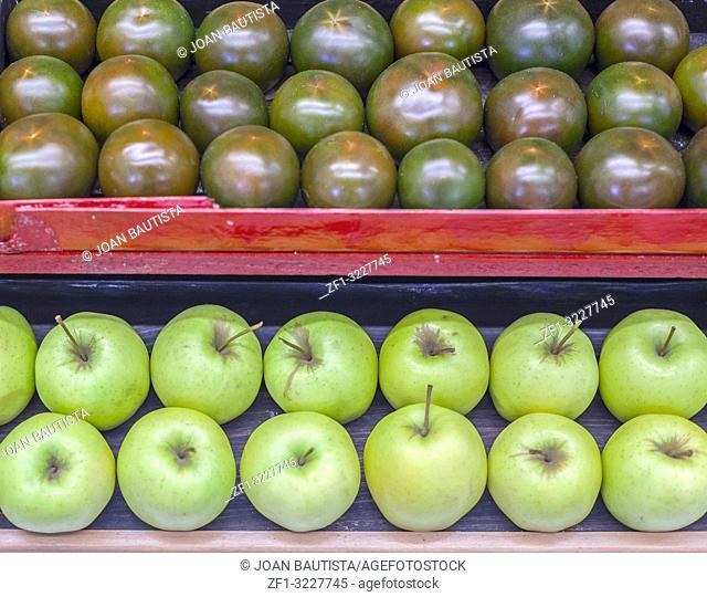 Display boxes green apples and tomatoes arranged row
