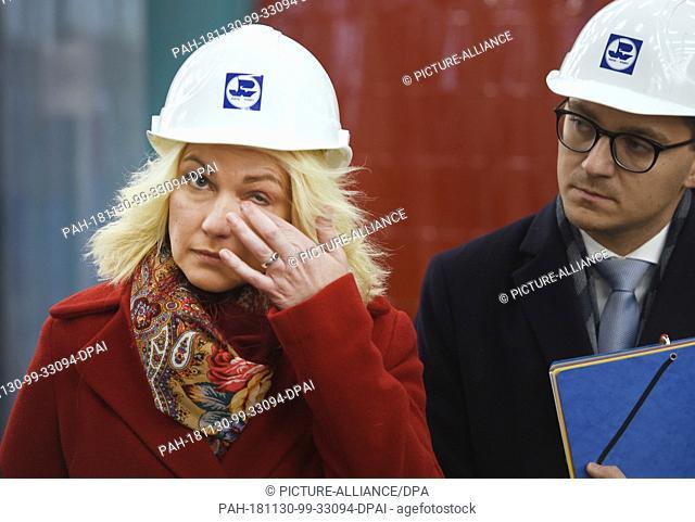 30 November 2018, Mecklenburg-Western Pomerania, Wolgast: Prime Minister Manuela Schwesig (SPD) and Parliamentary State Secretary for Western Pomerania Patrick...