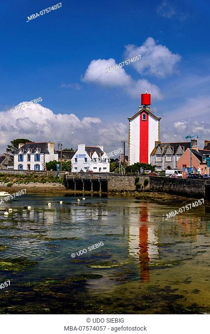 France, Brittany, Finistère Department, Treffiagat-Léchiagat, harbour with Croas Malo Lighthouse at Léchiagat