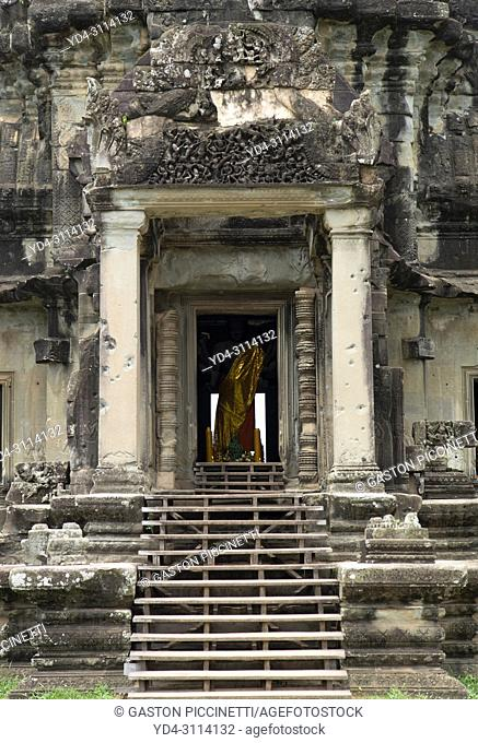One of the entrance to the Angko Wat temple, Angkor, Siemp Reap Province, Kingdon of Cambodia. It was originally constructed as a Hindu temple dedicated to the...