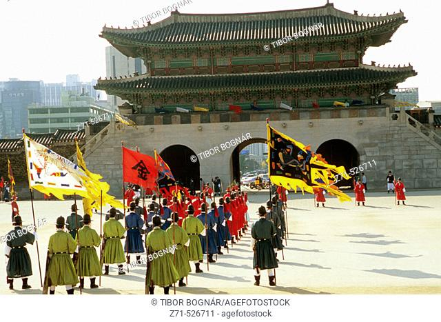 Korea, Seoul, Gyeongbokgung Palace, change of the guard ceremony