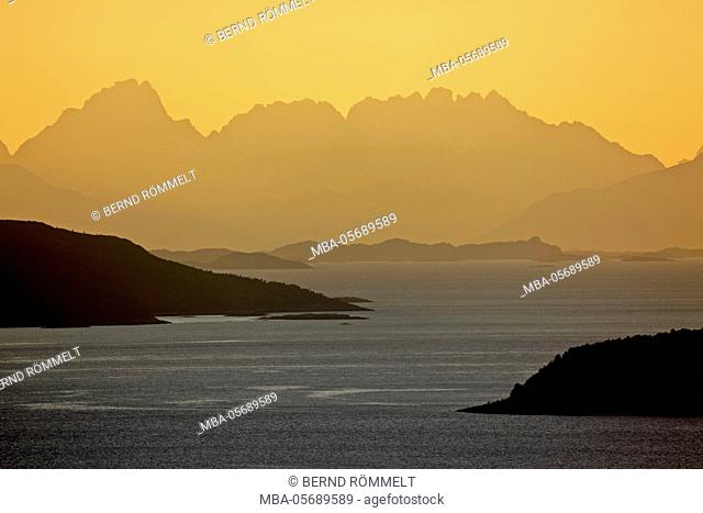 Europe, Norway, province northern country, Ulvik, view about the fjord Skrovkjosen and the Vestfjord on the island chain of the Lofoten