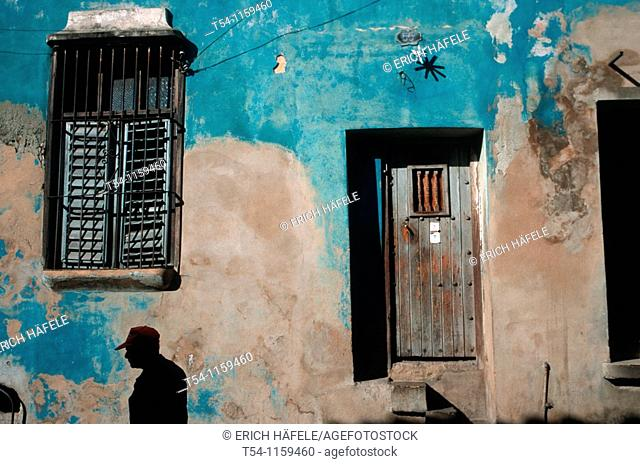Colors of a house wall in Santiago de Cuba