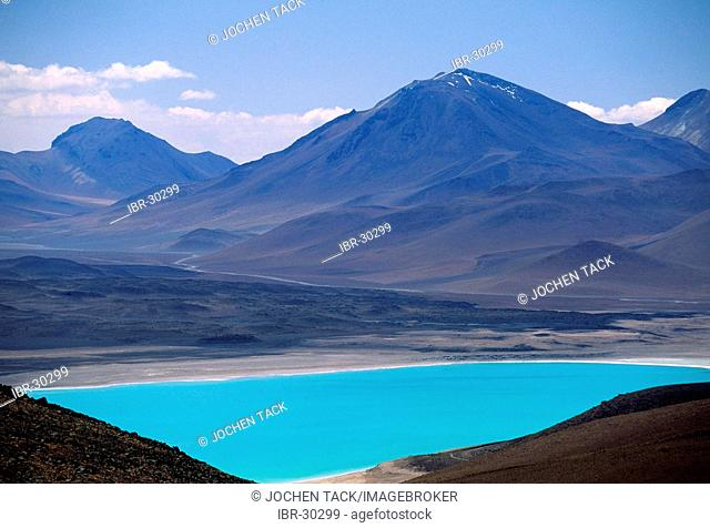 CHL, Chile, Atacama Desert: lake Laguna Verde, 4000 metres high