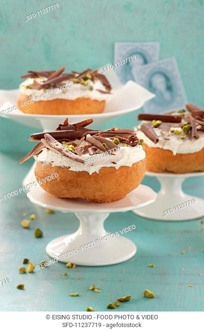 Doughnuts 'a la Mozart' with pistachios and marzipan