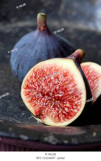 Organic figs, whole and halved (close up)