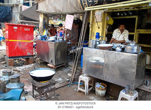 Outdoor drink stall in Delhi, India