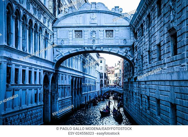 Tourists in gondolas sailing on the Rio de Palazzo o de Canonica Canal under the Bridge of Sighs (Ponte dei Sospiri) in Venice, Italy