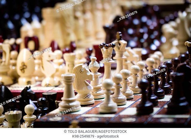 juegos de ajedrez, lonja de los Paños o Sukiennice edificio renacentista y basilica gotica de Santa Maria, Rynek Glówny , Market Place, Kraków