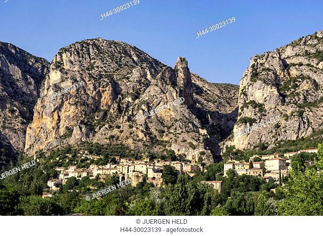 France, Provence, Moustiers Sainte Marie, Alpes-de-Haute-Provence, Provence-Alpes-Côte d'Azur