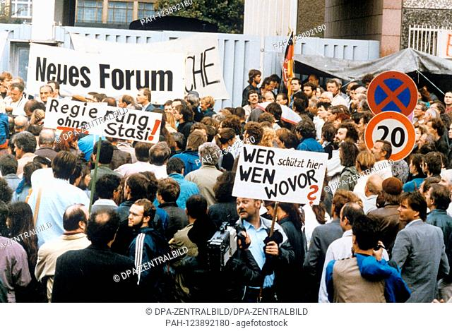 About 300 demonstrators demand on 6 September 1990 in front of the occupied Stasi headquarters in East Berlin the publication of the files and the complete...