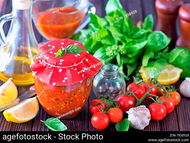 tomato sauce with basil and garlic, fresh tomato sauce