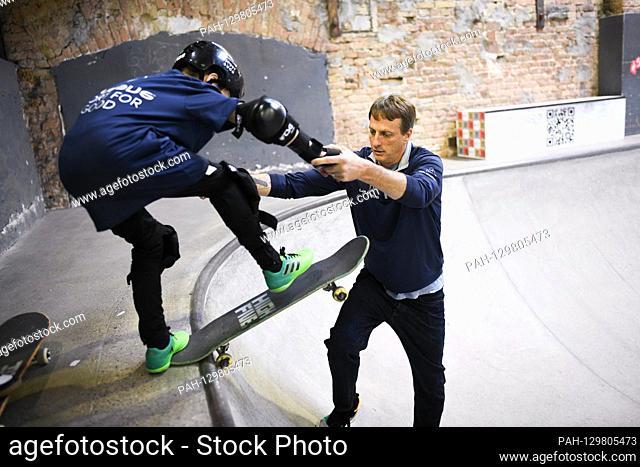 Tony Hawk (Laureus Academy Member) helps children practice the project. Laureus Sport for Good Skateboarding Event. GES / Laureus World Sports Awards 2020