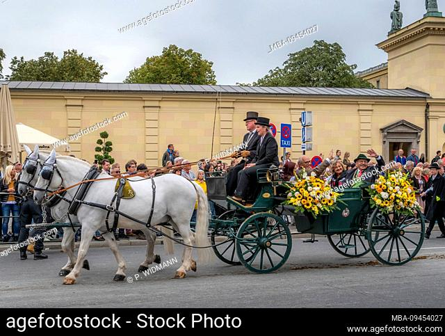 Traditional Costume - and marksmen's parade to the Oktoberfest, Munich, Upper Bavaria, Bavaria, Germany, Europe