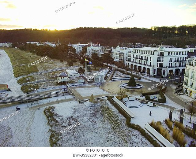 aerial view to turning circle of main road at the sea front, Germany, Mecklenburg-Western Pomerania, Ruegen, Binz
