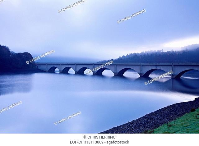 England, Derbyshire, Hope Valley. Ashopton Viaduct over Ladybower Reservoir in the Peak District on a foggy morning