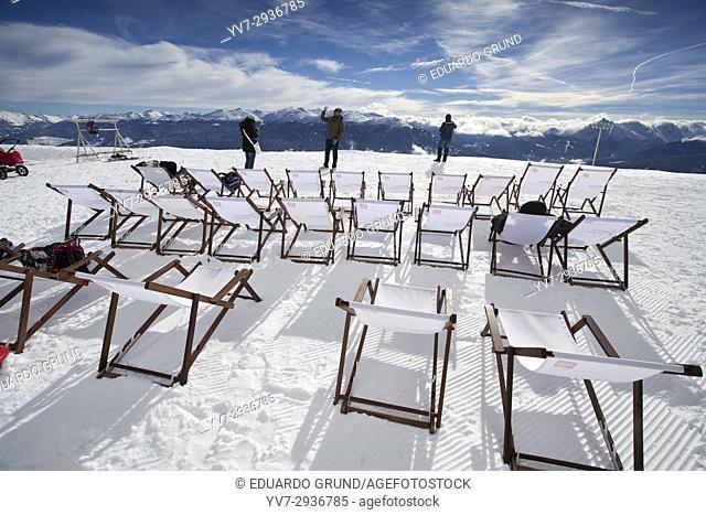 Hamacas para tomar el sol y disfrutar de las maravilosas vistas en la estación de Seegrube a 1900m de altitud de la montaña Nordkette