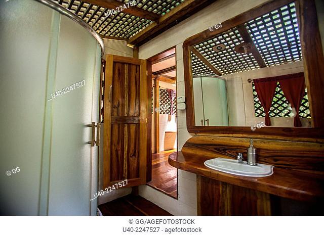 Guatemala, Rio Dulce, Finca Tatin, bathroom