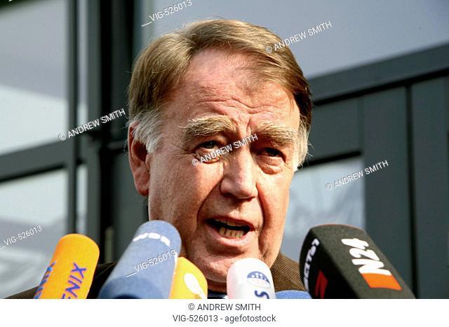 GERMANY, KOENIGSWINTER, 09.10.2007, Manfred SCHELL, chairman of the GDL, Gewerkschaft der Lokomotivfuehrer, the trade union of the engine driver at the edge of...