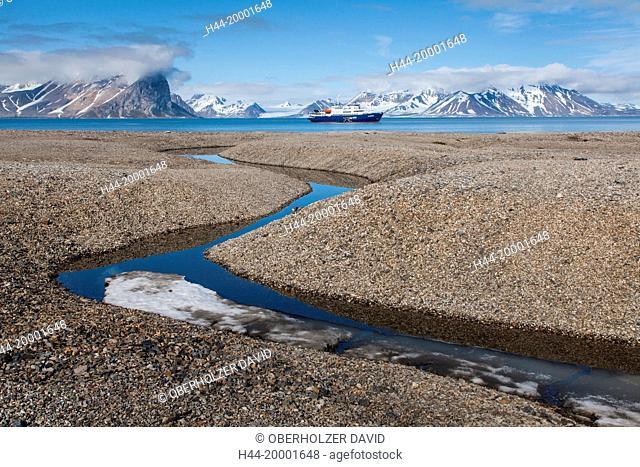 Spitsbergen, Svalbard, tundra, river