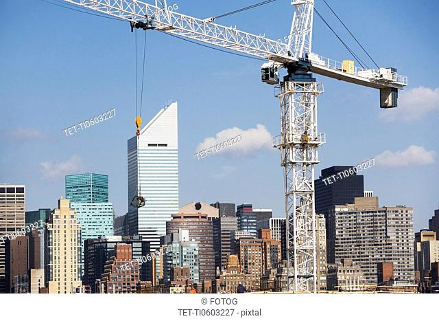 USA, New York, New York City, Manhattan, Skyline with crane